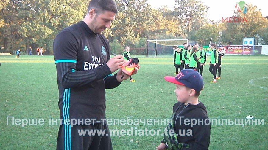 З рахунком 0:0 зіграли гравці команди «Реал Мадрид» в матчі проти тернопільських школярів (ФОТО, ВІДЕО), фото-4
