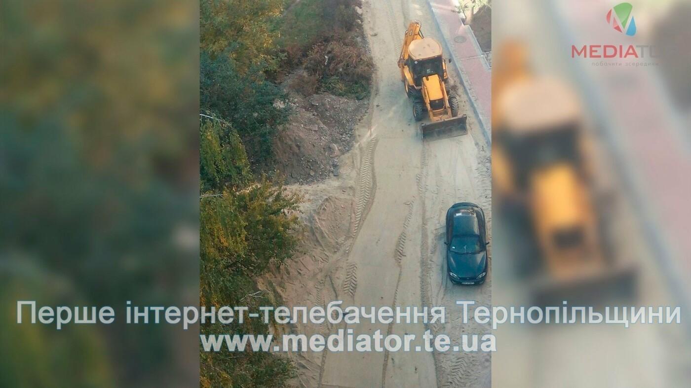 Через численні скарги в Тернополі нарешті відновили ремонт розритої ще влітку вулиці (фото), фото-1
