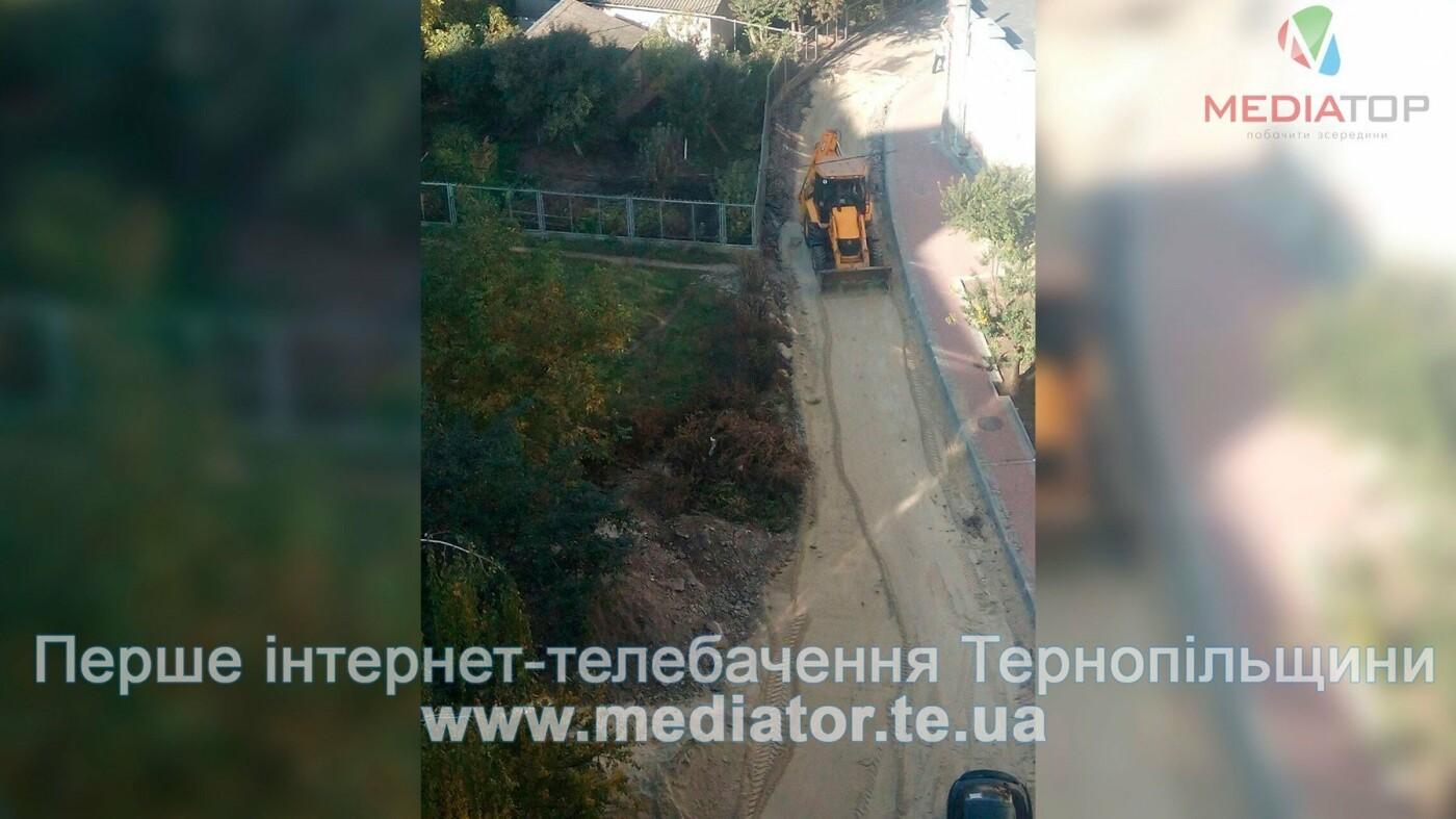 Через численні скарги в Тернополі нарешті відновили ремонт розритої ще влітку вулиці (фото), фото-2