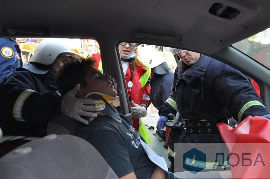 """""""Аварія із п'ятнадцятьма потерпілими"""": тернопільські медики провели масштабні навчання (ФОТО+ВІДЕО), фото-2"""