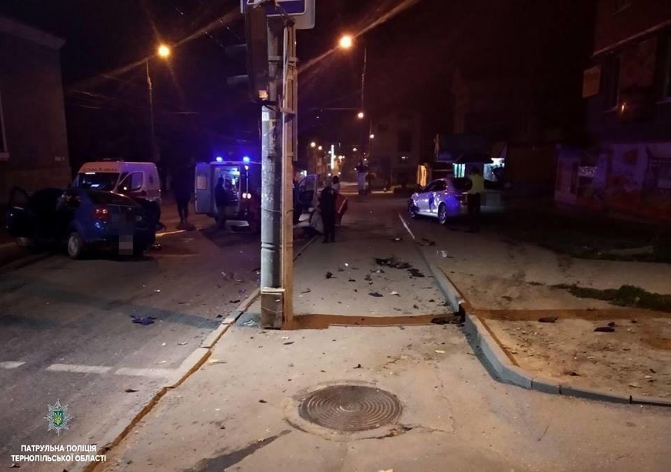 """У Тернополі вночі """"Lexus"""" зіткнувся із """"Chevrolet"""":  автомобілі потрощені, а люди у лікарні (ФОТО), фото-2"""