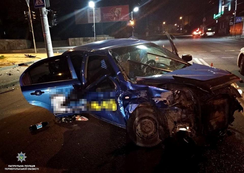 """У Тернополі вночі """"Lexus"""" зіткнувся із """"Chevrolet"""":  автомобілі потрощені, а люди у лікарні (ФОТО), фото-3"""