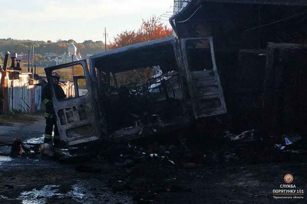 Під час пожежі в гаражному кооперативі МНСники рятували автомобілі від вогню (фото), фото-2