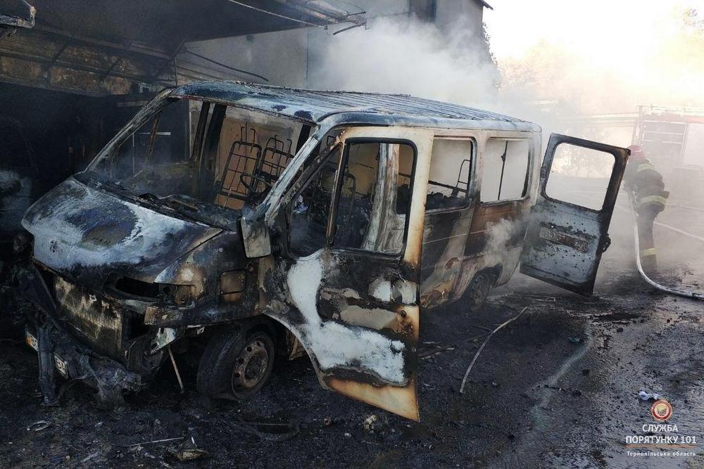 Під час пожежі в гаражному кооперативі МНСники рятували автомобілі від вогню (фото), фото-4
