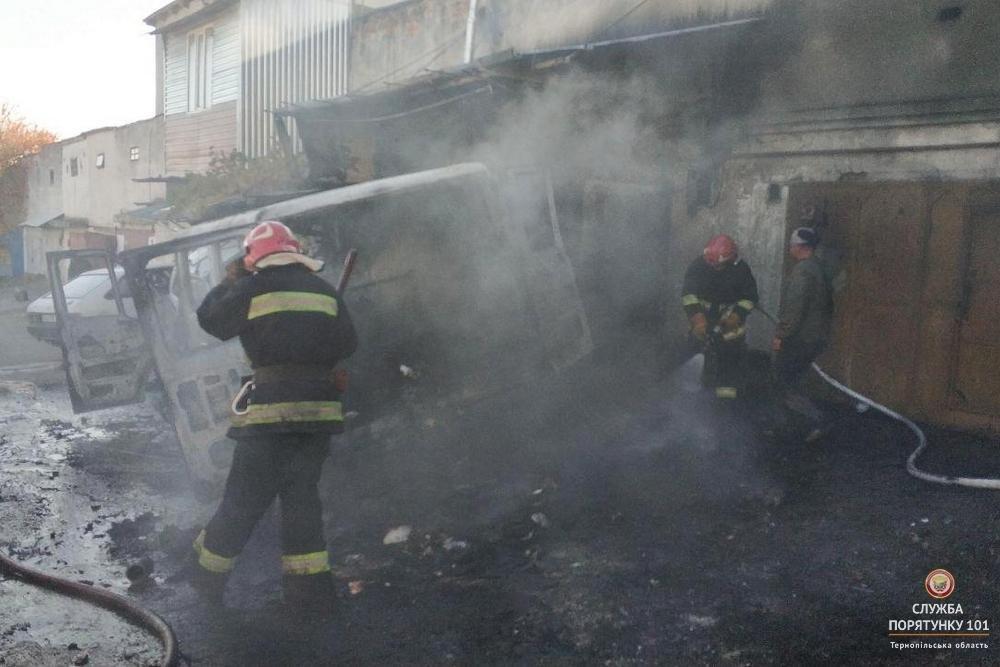 Під час пожежі в гаражному кооперативі МНСники рятували автомобілі від вогню (фото), фото-1
