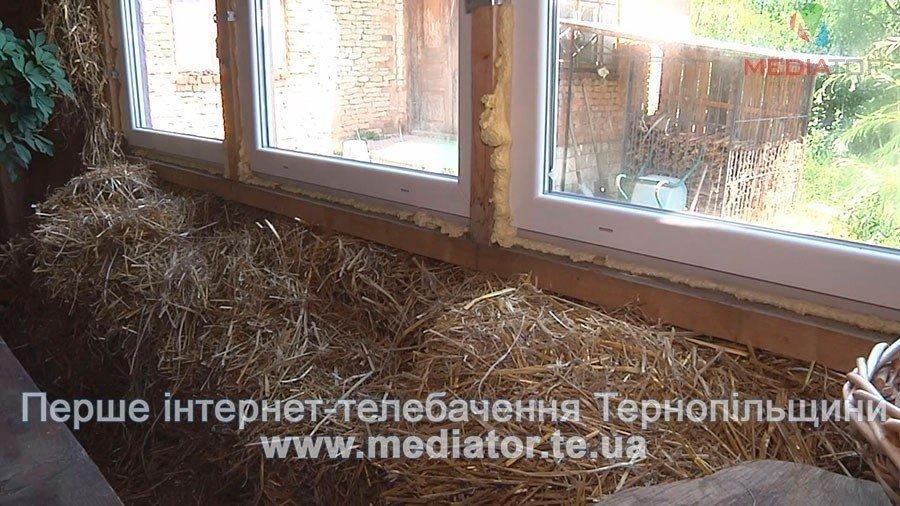 На Тернопільщині чоловік живе у круглій хаті з дерева і соломи вже вісім років (ВІДЕО), фото-2