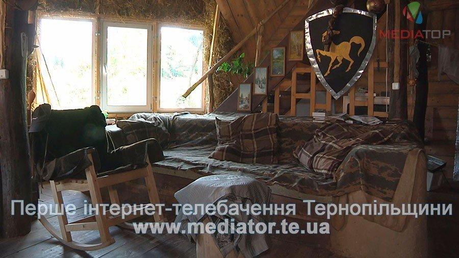 На Тернопільщині чоловік живе у круглій хаті з дерева і соломи вже вісім років (ВІДЕО), фото-3