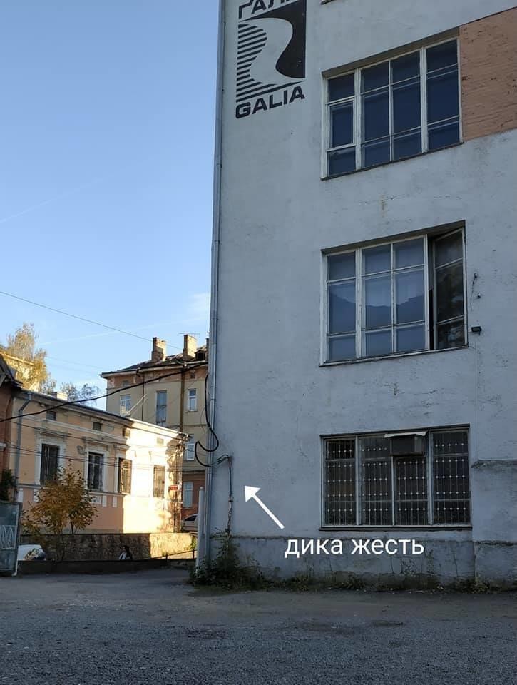 Халатність і недбальство: в центрі Тернополя високовольтний провід становить загрозу для перехожих (ФОТО), фото-2