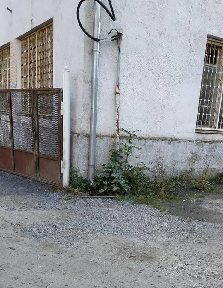 Халатність і недбальство: в центрі Тернополя високовольтний провід становить загрозу для перехожих (ФОТО), фото-3