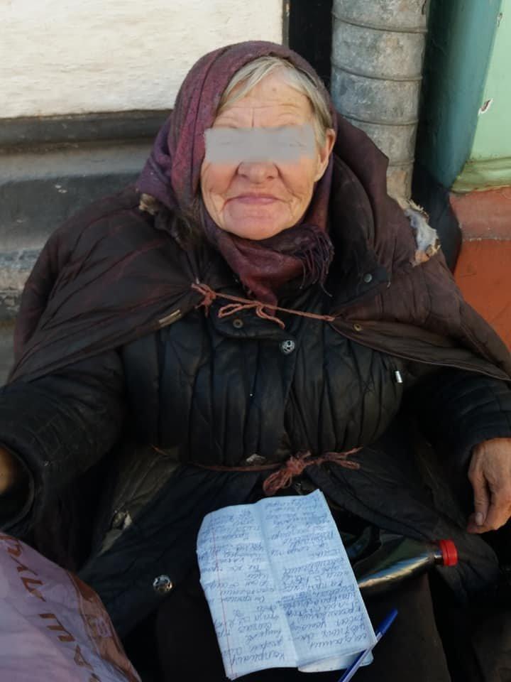 """""""Соцслужби кажуть, що її не застають"""": на вулиці Тернополя доживає віку пенсіонерка-безхатько (фото), фото-1"""