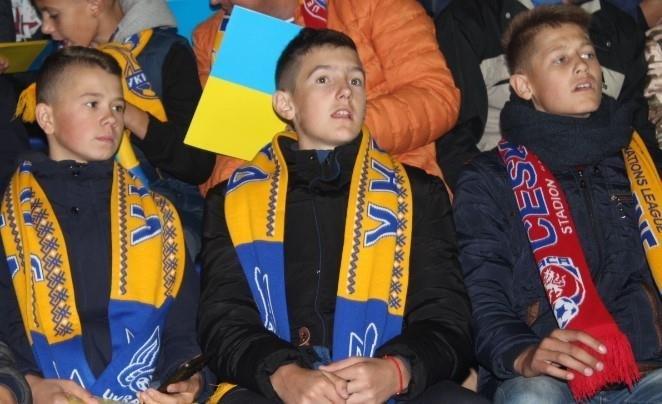 У спеціальних вагонах сотня дітей з Тернопільщини вирушила на матч Ліги націй (ФОТО), фото-1