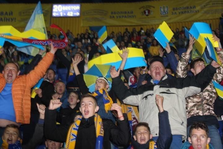 У спеціальних вагонах сотня дітей з Тернопільщини вирушила на матч Ліги націй (ФОТО), фото-2