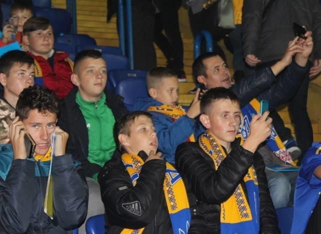 У спеціальних вагонах сотня дітей з Тернопільщини вирушила на матч Ліги націй (ФОТО), фото-3