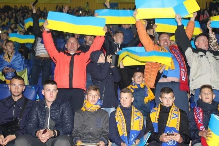 У спеціальних вагонах сотня дітей з Тернопільщини вирушила на матч Ліги націй (ФОТО), фото-4