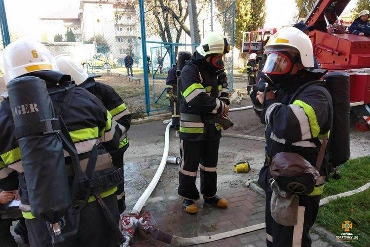 На Тернопільщині горів гуртожиток, евакуювали 70 людей (ФОТО), фото-1