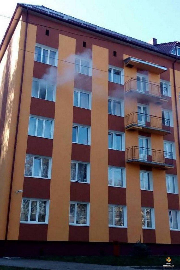 На Тернопільщині горів гуртожиток, евакуювали 70 людей (ФОТО), фото-8