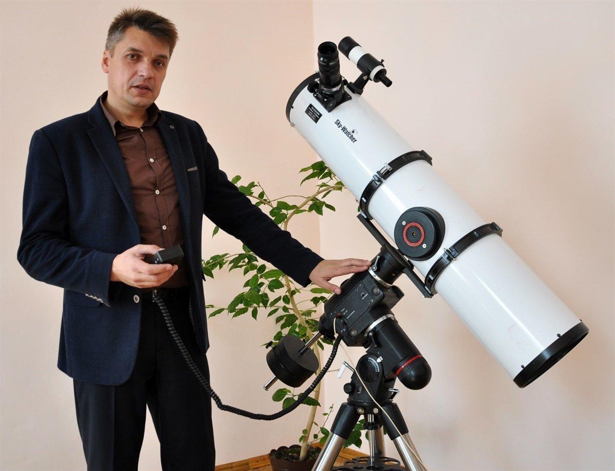 Чиновник на Тернопільщині робить фото Місяця, на яких видно кожен кратер (ФОТО), фото-1