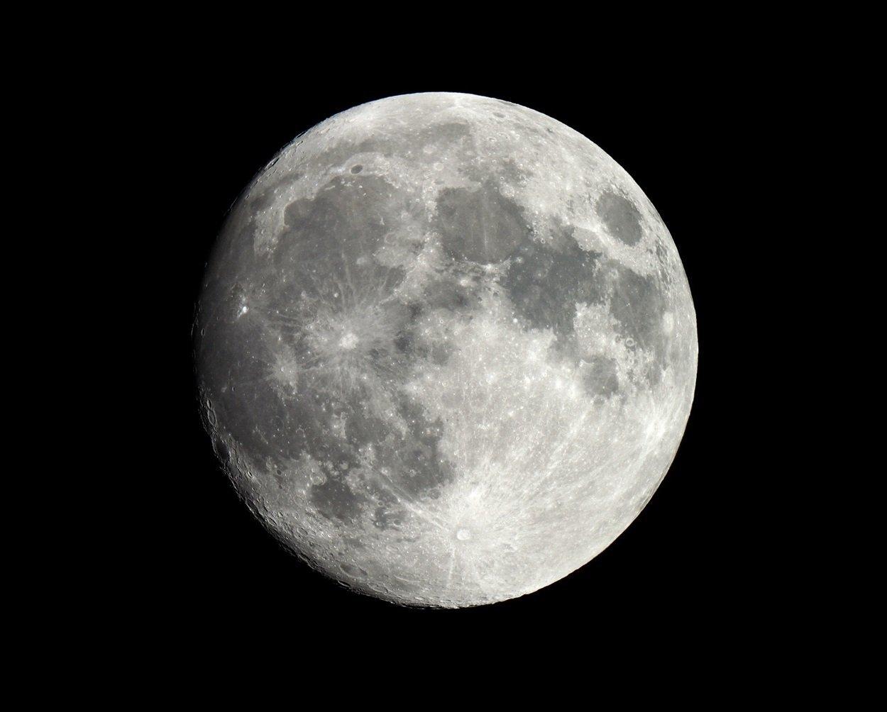 Чиновник на Тернопільщині робить фото Місяця, на яких видно кожен кратер (ФОТО), фото-5