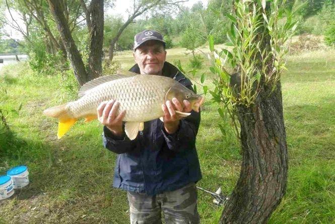 На Тернопільщині чоловік упіймав 8-кілограмову рибину, але відпустив її назад (ФОТО), фото-1