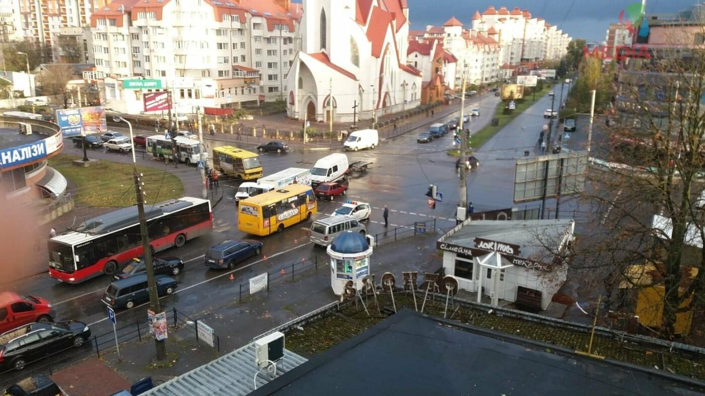 В Тернополі на перехресті на авто впала лінія електропередач (фото), фото-2