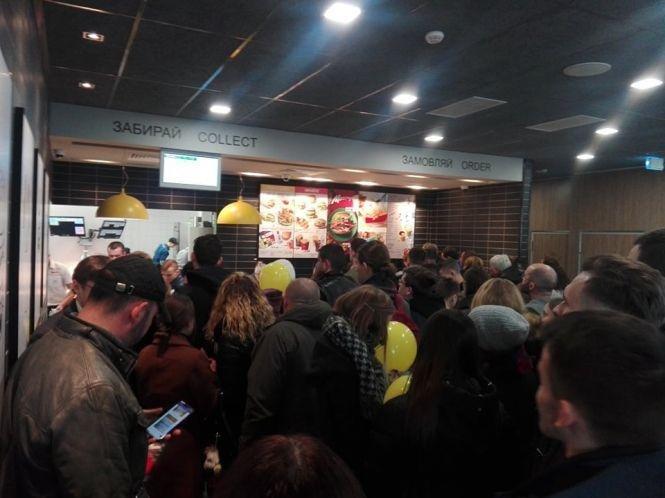 Тернопільський McDonald's вже приймає перших відвідувачів (ВІДЕО), фото-3