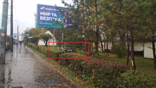 В Тернополі авто без номерів збило парапет та 15 метрів пролетіло тротуаром, є потерпілі (фото, відео), фото-4