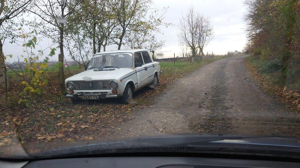 На Тернопільщині біля лісу знайшли мертву людину: неподалік був виявлений покинутий автомобіль (ФОТО), фото-2