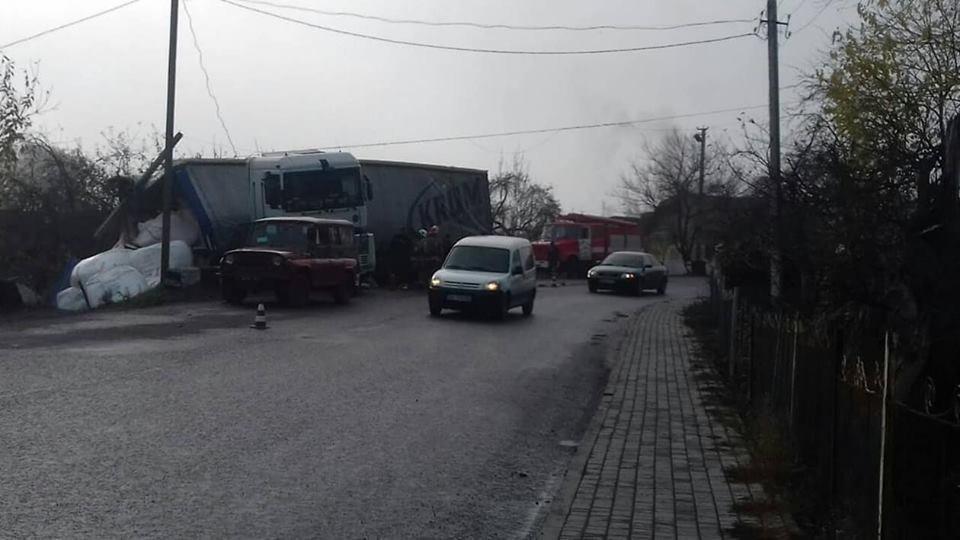 На Тернопільщині у фури на повороті відмовили гальма (фото), фото-1