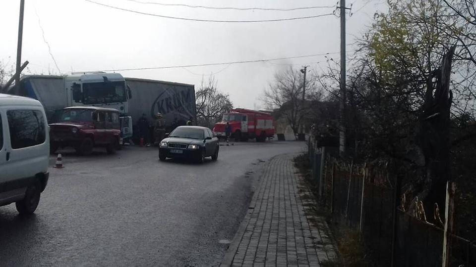 На Тернопільщині у фури на повороті відмовили гальма (фото), фото-5