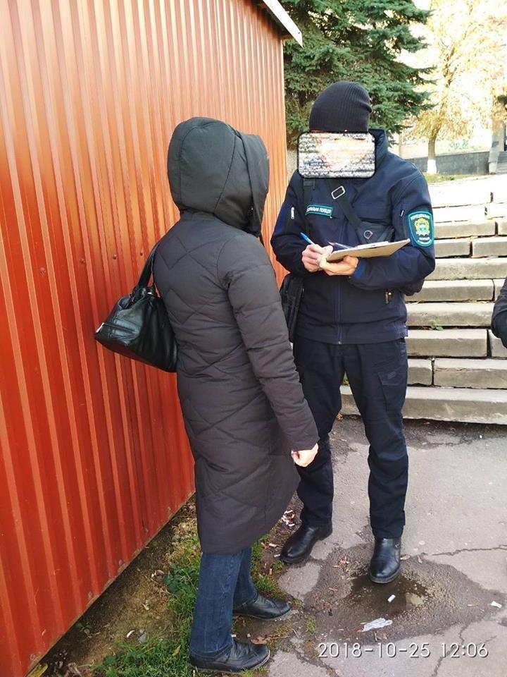 За розклеювання оголошень на електроопорах тернополянка заплатить штраф (фото), фото-2
