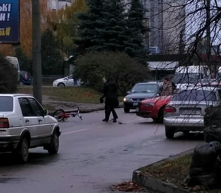 У Тернополі на Бамі автомобіль збив велосипедиста (ФОТО), фото-2