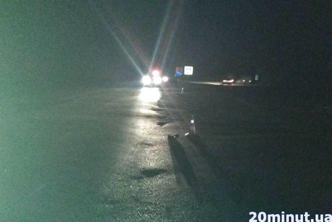 Неподалік Тернополя авто на смерть збило пішохода (фото), фото-2