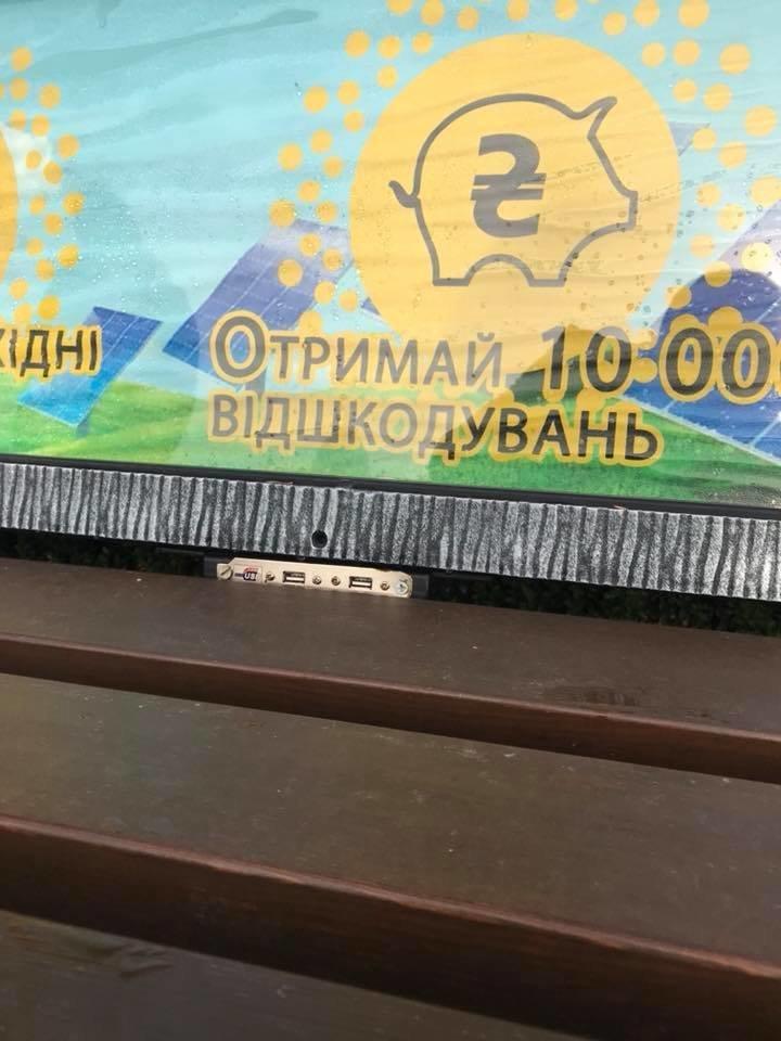 В одному із міст Тернопільщини придумали поставити розумні лавки (ФОТОФАКТ), фото-3