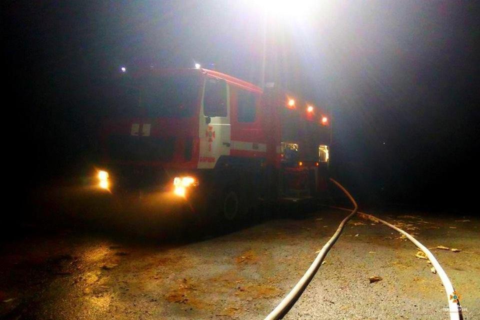 На Тернопільщині від ночі не можуть погасити масштабну пожежу (фото), фото-8