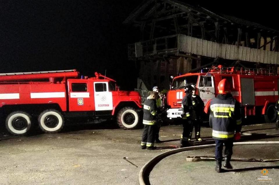 На Тернопільщині від ночі не можуть погасити масштабну пожежу (фото), фото-3