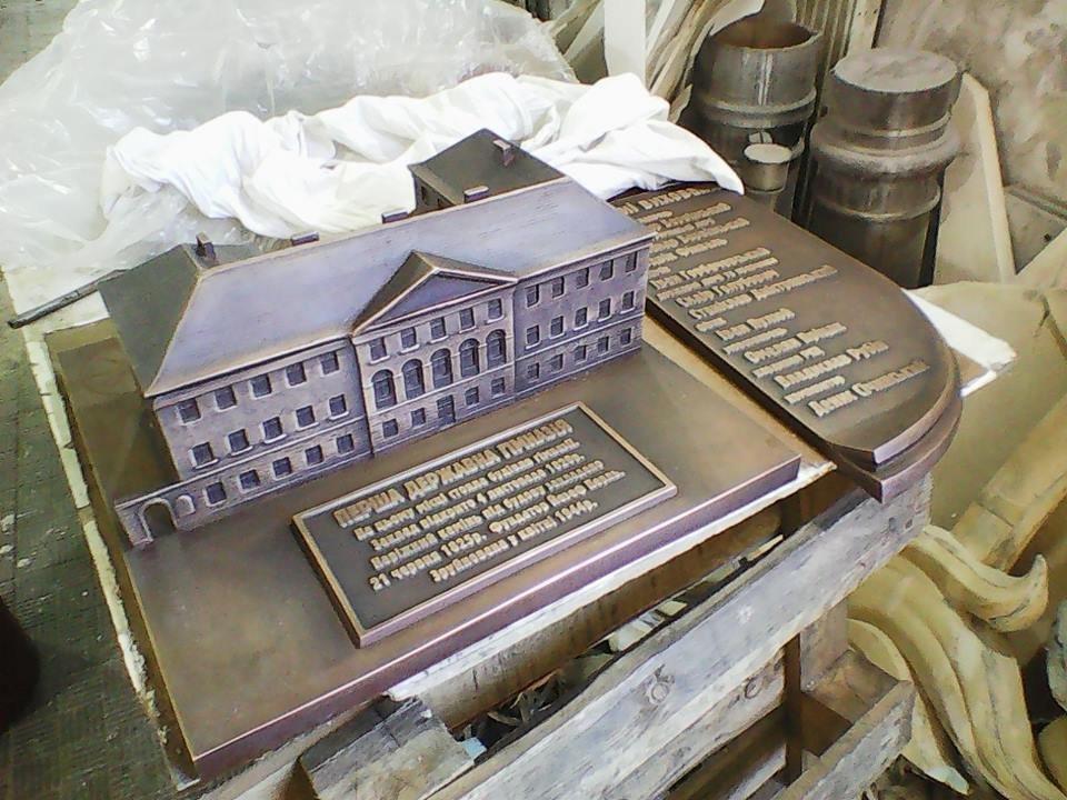 На вихідних в Тернополі відкриють бронзову копію знищеної під час війни будівлі (фото), фото-2