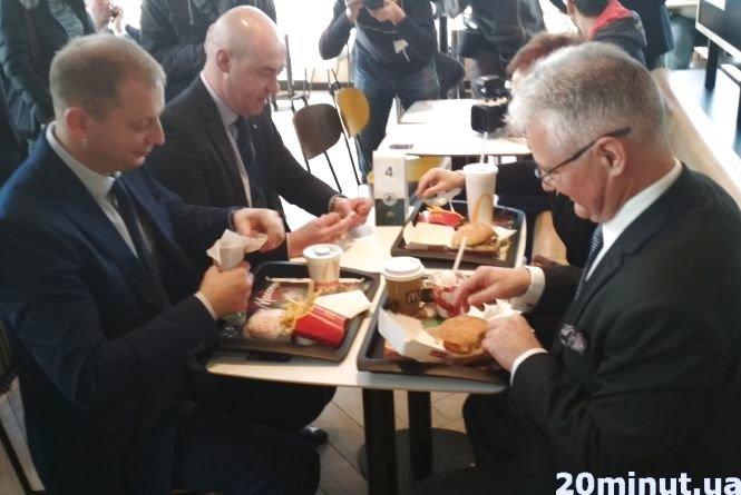 """У Тернопіль на церемонію відкриття ресторану """"McDonald's"""" приїхала посол США (ФОТО+ВІДЕО), фото-1"""