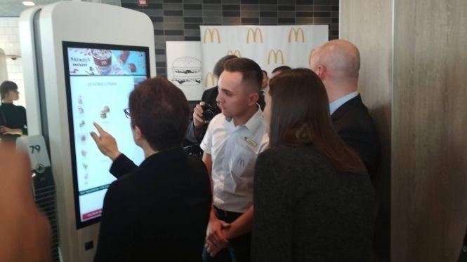 """У Тернопіль на церемонію відкриття ресторану """"McDonald's"""" приїхала посол США (ФОТО+ВІДЕО), фото-2"""