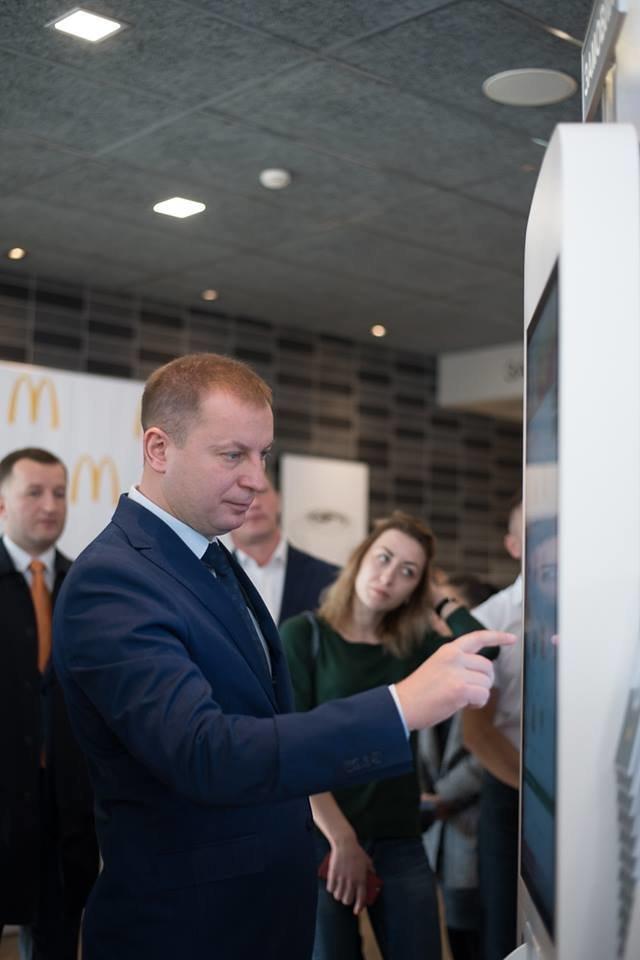 Посол США в Україні Марі Йованович: відкриття МакДональдз у Тернополі – це довіра до міста та інвестиції в економіку (фото), фото-1