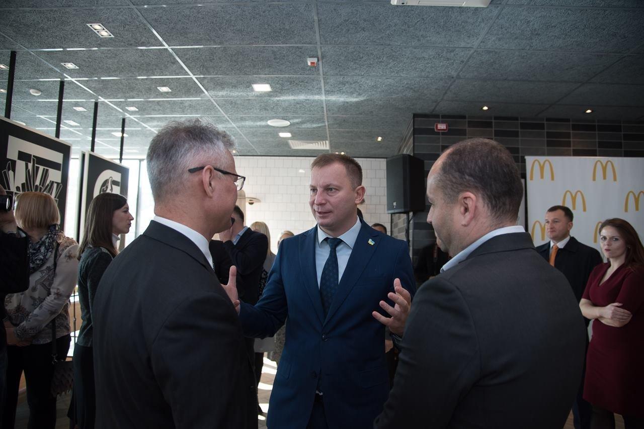 Посол США в Україні Марі Йованович: відкриття МакДональдз у Тернополі – це довіра до міста та інвестиції в економіку (фото), фото-5