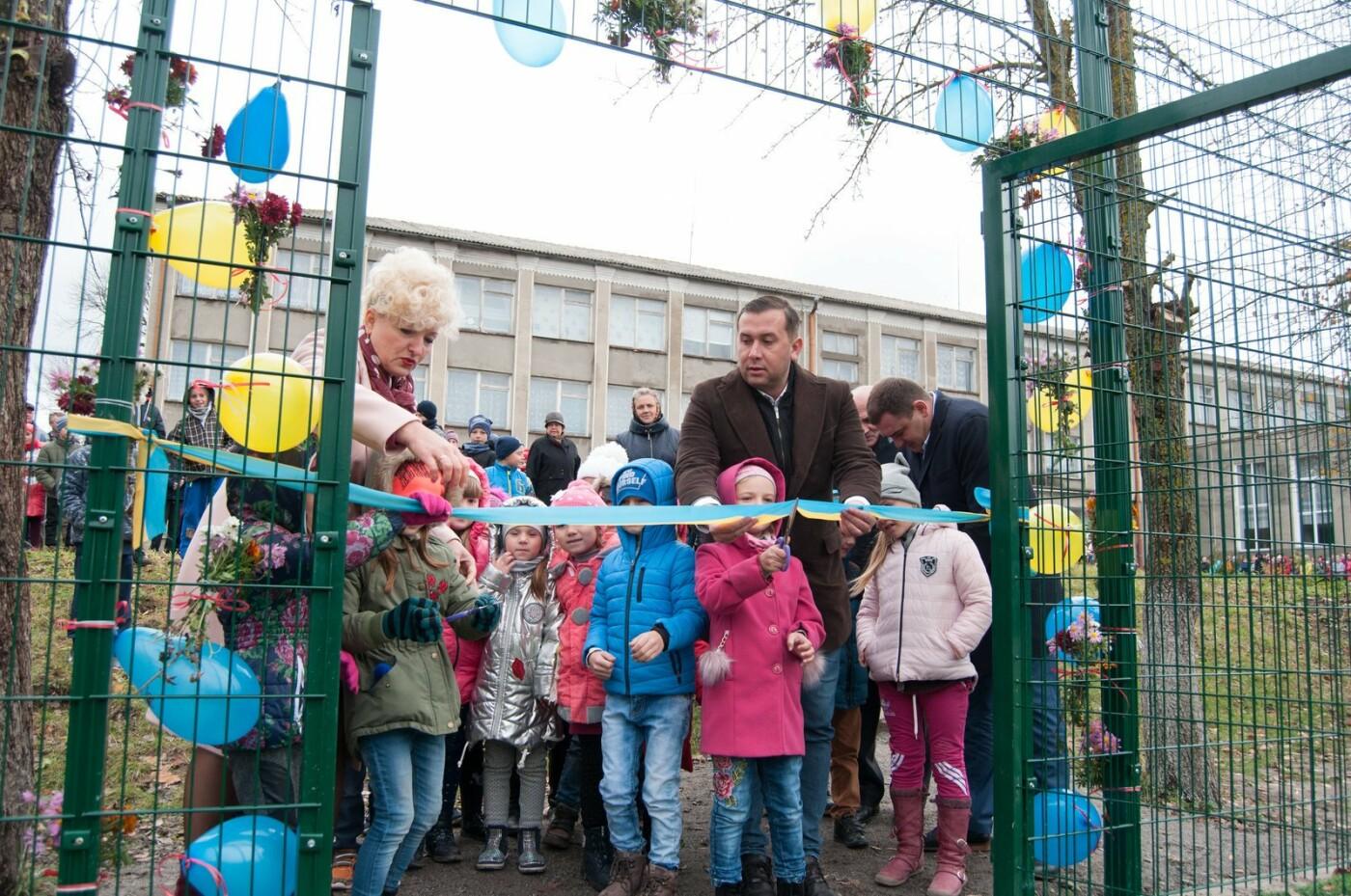 Тарас Юрик: Нам вдалося втілити ще один чудовий проект! Біля Голгочанської школи  збудували сучасний спортмайданчик, фото-2