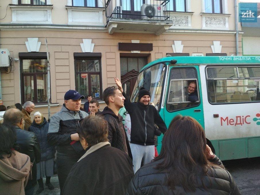 """""""Шпроти в банці"""": Тернопіль не радіє поверненню маршруток (ФОТО), фото-1"""