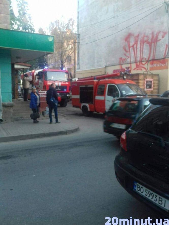 У Тернополі на вулиці Коперника сталася пожежа: гостя палила книжку прямо в квартирі (ФОТО), фото-3