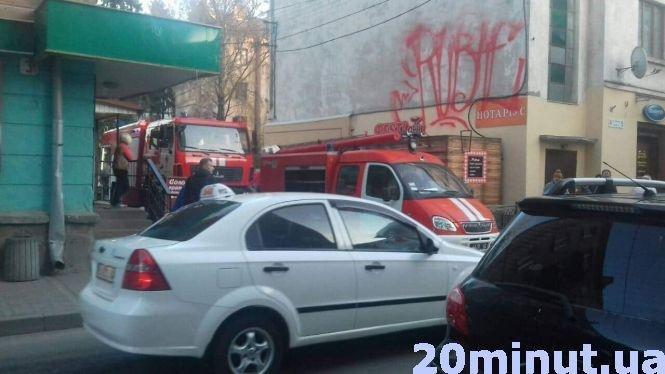 У Тернополі на вулиці Коперника сталася пожежа: гостя палила книжку прямо в квартирі (ФОТО), фото-2