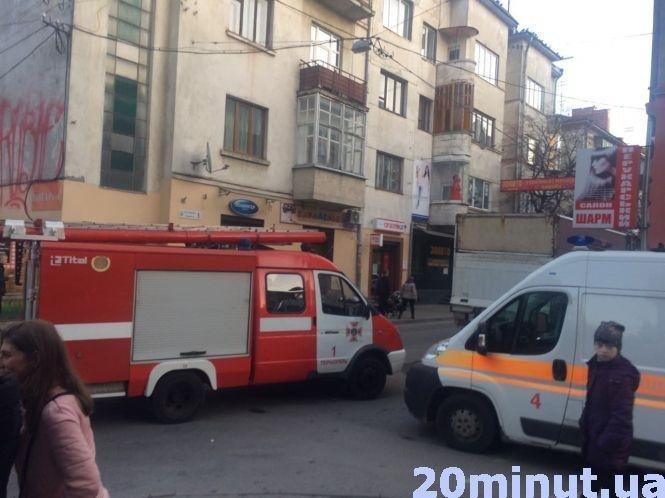 У Тернополі на вулиці Коперника сталася пожежа: гостя палила книжку прямо в квартирі (ФОТО), фото-1