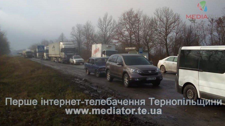 На Тернопільщині люди перекрили дорогу, бо до їх села не їде жоден автобус (фото), фото-3