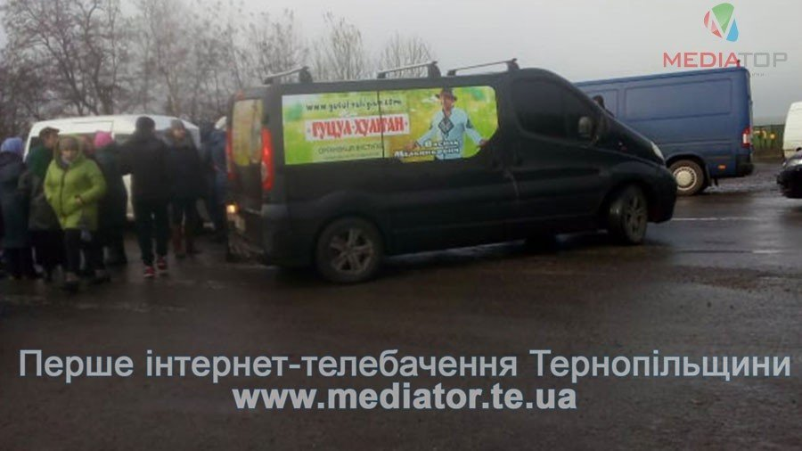На Тернопільщині люди перекрили дорогу, бо до їх села не їде жоден автобус (фото), фото-4
