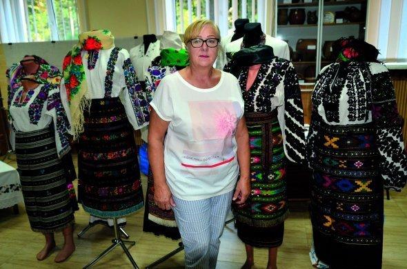 """""""Двоє дівчат вишили однакові сорочки, одна вдягнула свою раніше: подруга з нею 50 років не розмовляла"""": тернопільська колекціонерка Віра М..., фото-1"""