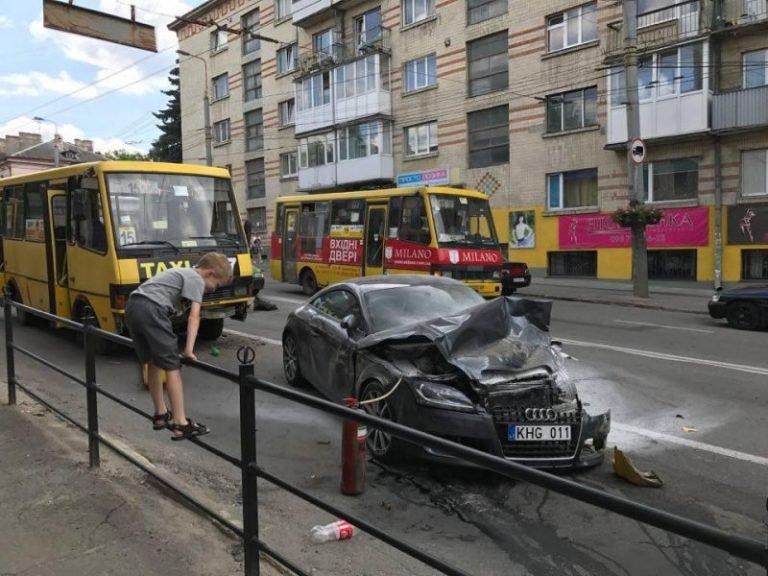 Справу нігерійця, який у Тернополі потрощив два автомобілі та два автобуси, закрито (ФОТО), фото-1