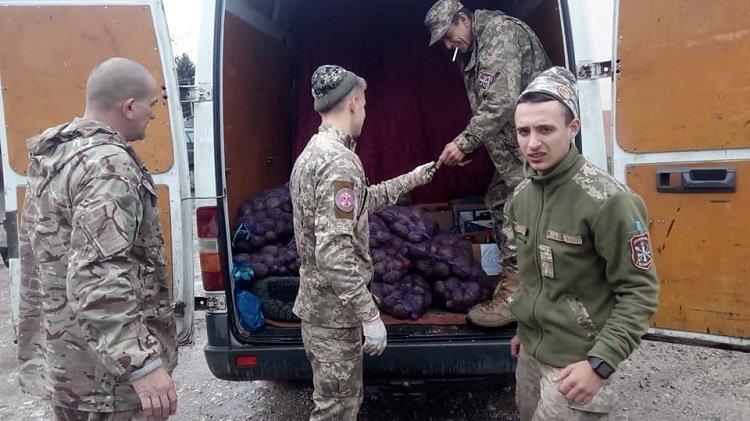 Волонтери з Тернопільщини везуть на фронт допомогу та концерт (ФОТО), фото-1